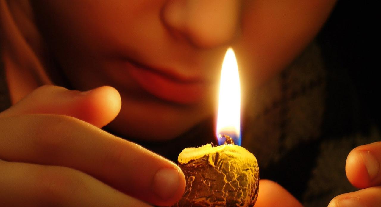 реализуем заговор на смерть со свечой дома для охотников, как