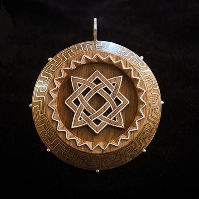 Славянский оберег звезда руси из дерева с серебром.