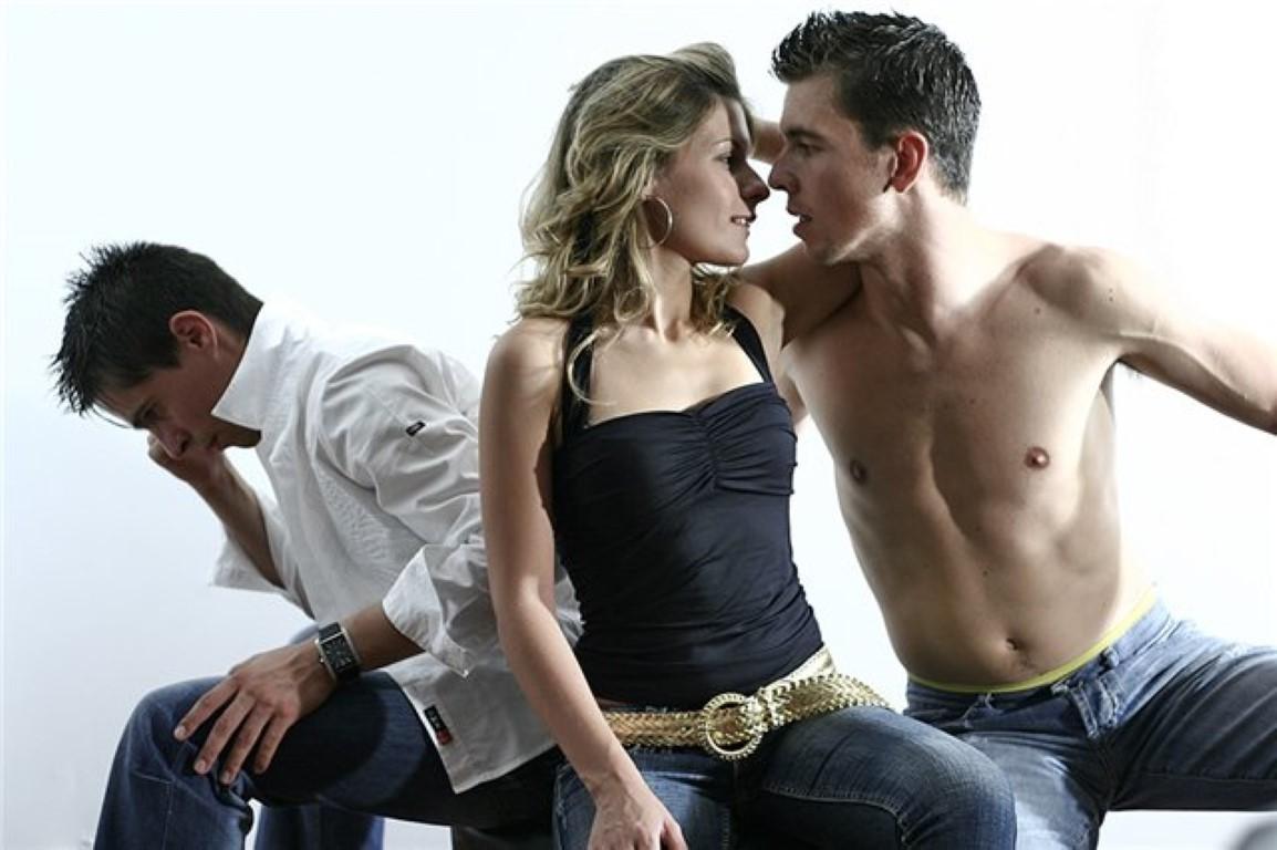 Трио два мужика, гиг порно втроем видео смотреть HD порно бесплатно 4 фотография